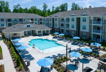 The Sapphire at CenterPointe apartments